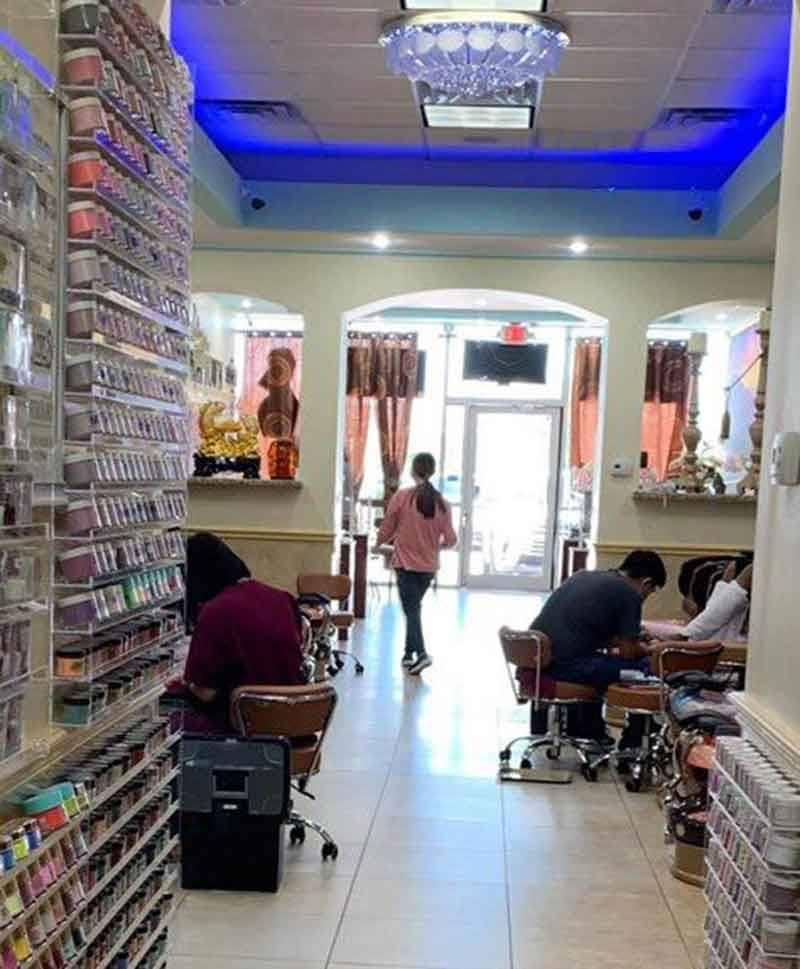 Cần sang tiệm Nail ngay trung tâm Baytown TX