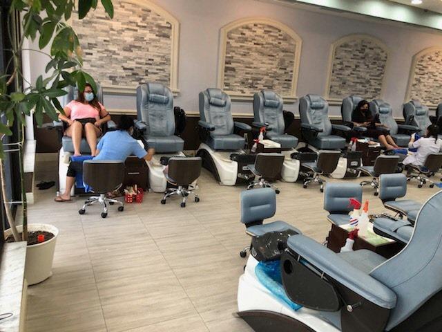 Cần gấp thợ Nails In Hillsborough FL